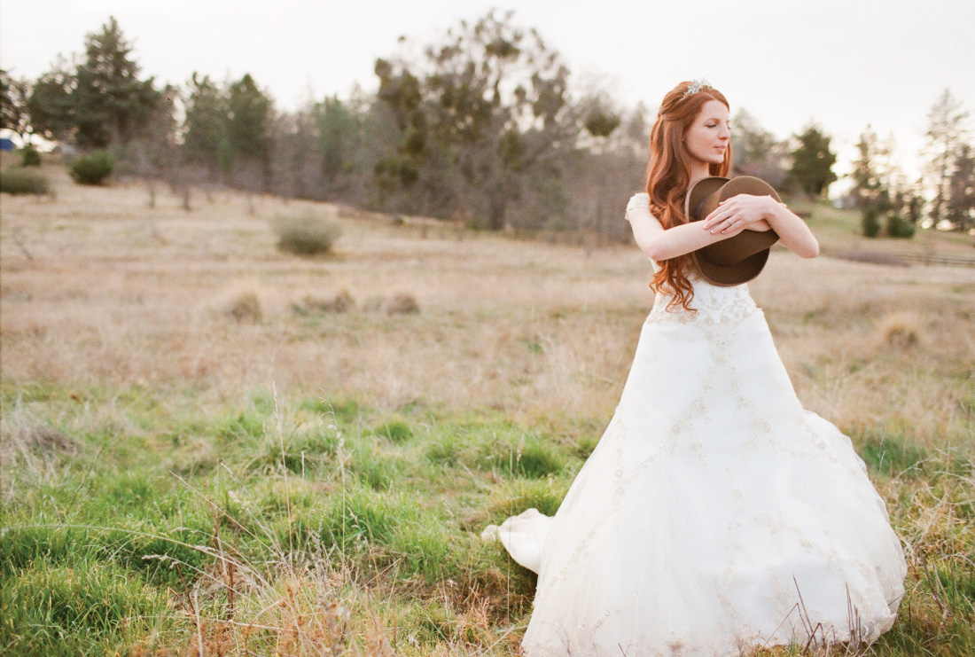 bridal portrait in a meadow, hat